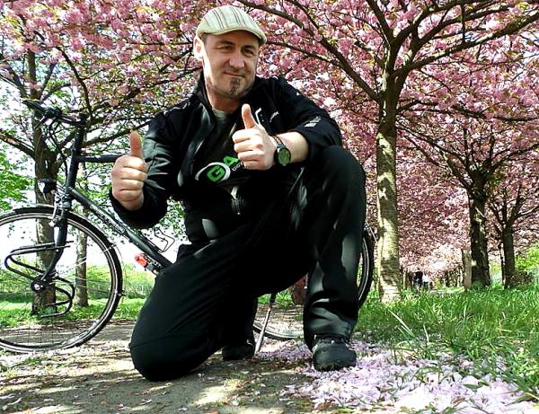 Unter Kirschblüten © Sven Marx