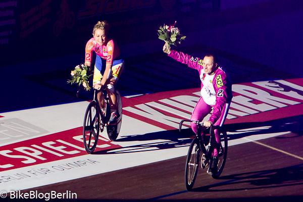 Małgorzata Wojtyra mit Derny-Fahrer beim 104. Berliner Sechstagerennen