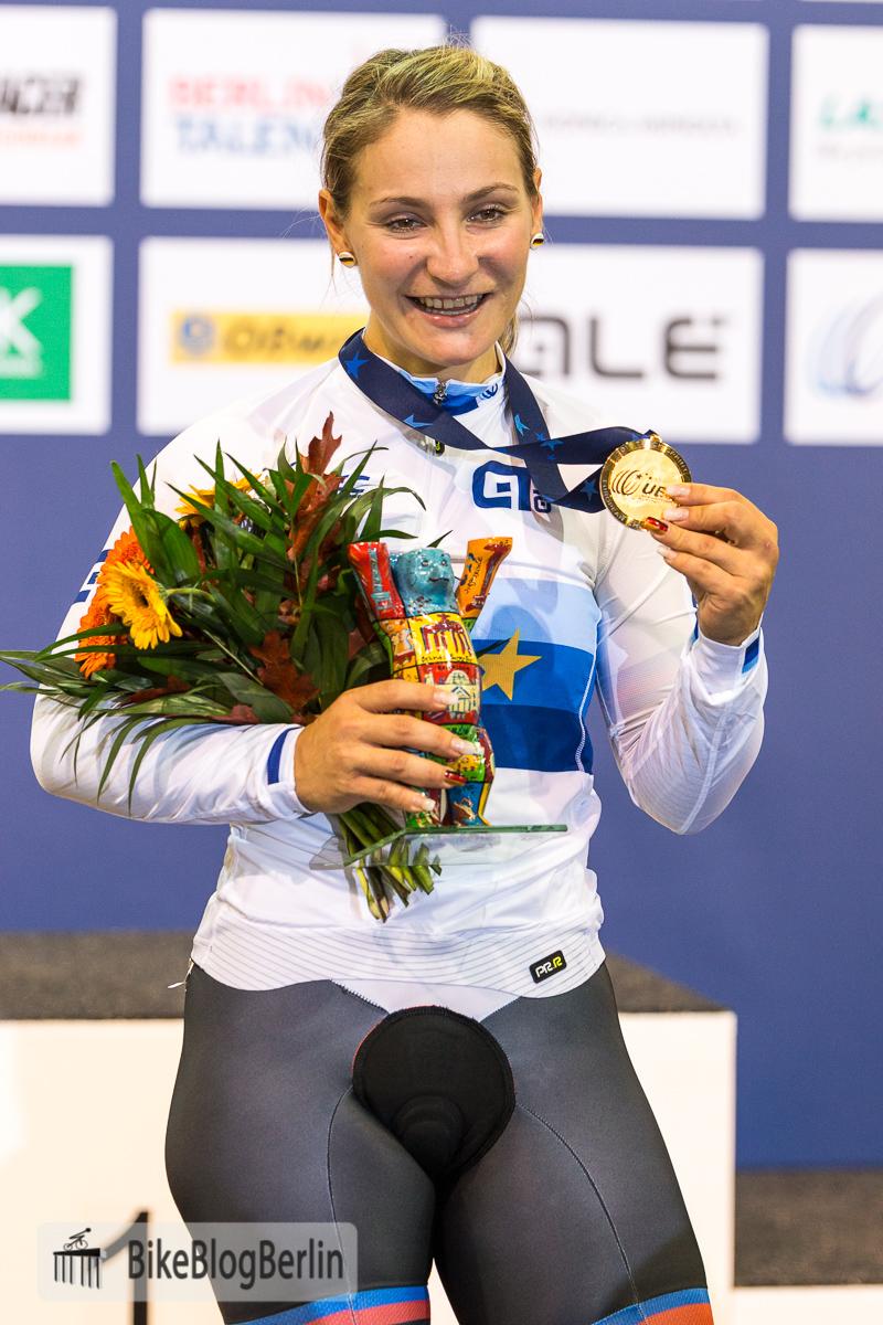Kristina Vogel: Schaut her: meine 2. Goldene!
