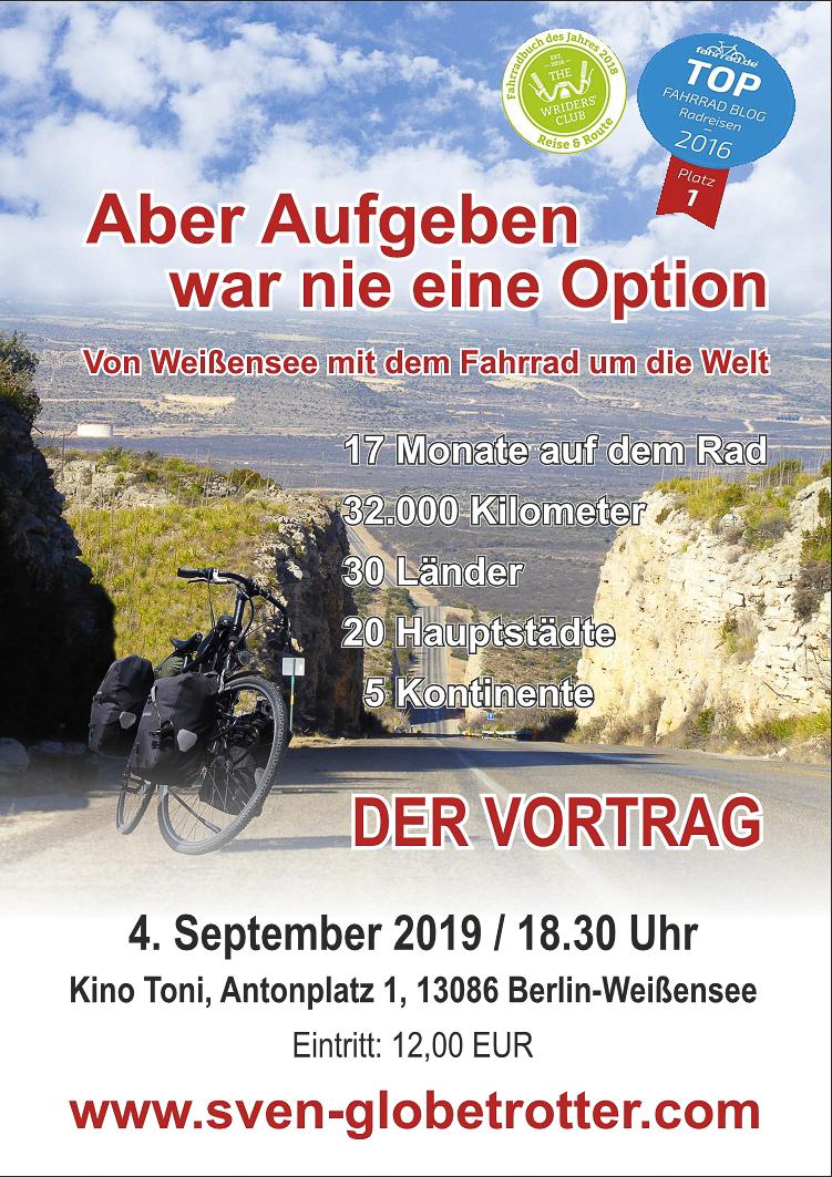Plakat zum Vortrag: Aber Aufgeben war nie eine Option. Von Weißensee mit dem Fahrrad um die Welt. Im Hintergrund eine Straße in den USA, im Vordergrund Svens Reiserad.